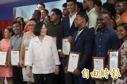 親頒台灣獎學金證書 蔡總統:台貝關係成功例證