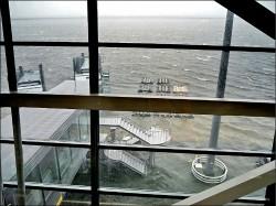 強颱燕子襲日 關西機場泡水
