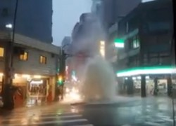 午後台北大雷雨 西門町驚現超狂「噴泉」