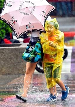 強颱山竹進逼 週六擦過東屏/週四若北轉 全台將有明顯雨勢