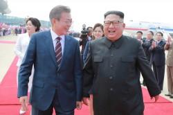 兩韓一家親! 文、金明同登抗日勝地「朝鮮聖山」