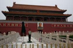 中國假疫苗受害者因上過新聞 在天安門被移送警局