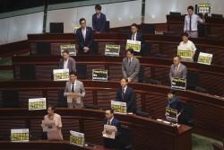 港拒發英媒記者工作簽證 特首施政報告遭抗議打壓新聞自由