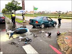 班對雙載闖紅燈 撞車1傷1命危
