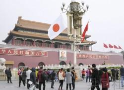 天安門飄揚日本國旗 日媒:象徵中日關係改善
