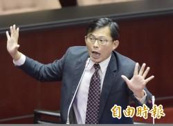 政院稱瘟豬是生化炸彈 黃國昌:那還讓帶豬肝中國人入境?