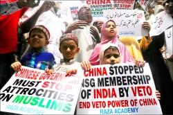 鎮壓新疆犯眾怒 中國急著洗白
