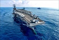 美不排除派航艦穿越台海 軍方:政治宣示