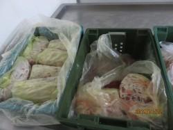 板橋知名雞排店疑用過期原料 衛生局封存近3噸