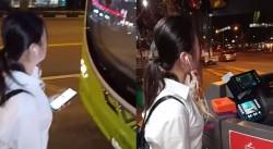 這個中國女子讓新加坡人崩潰!公車坐過站 肉身逼「倒車」