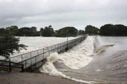 豪大雨下不停 澳洲昆士蘭爆發百年一遇洪水