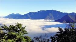 冷氣團拜年 玉山雲海、雲瀑似仙境
