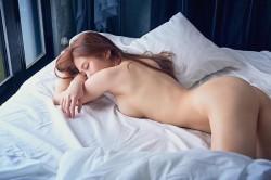 雞排妹這張太震撼!美尻全裸粉絲秒抽面紙