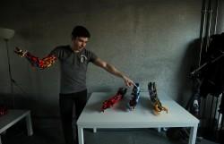 樂高還能這樣玩!19歲獨臂青年用樂高自製義肢