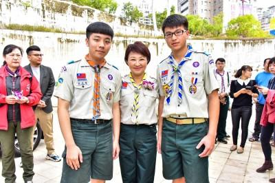 台中慶祝童軍節 明道中學2人獲最高榮譽「國花童軍章」