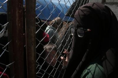 IS聖戰士新娘流落難民營 竟企圖攻擊「露臉異教徒」婦女