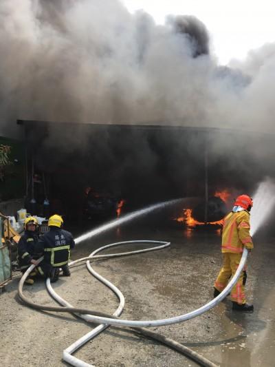 屏東肥料工廠失火 幸無人員傷亡
