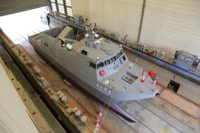 如縮小版沱江軍艦!中科院測試載台「光榮之星」下水