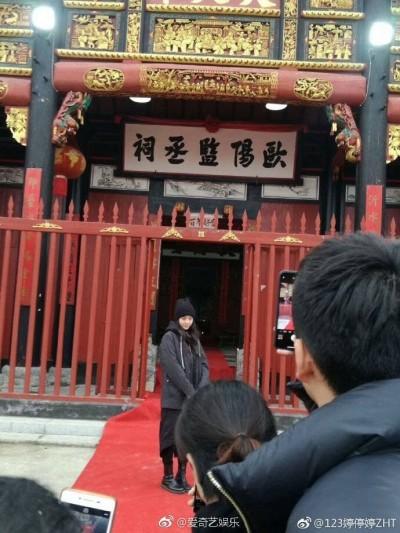 娜娜表態中國人!回江西祭祖像巨星 紅色大拱門「恭迎」