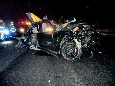 國道8車追撞 1人噴飛對向慘輾肉泥
