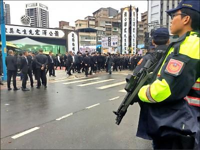 天道盟盟主「瘋濟公」公祭 近萬名黑衣人現身 警全程緊盯