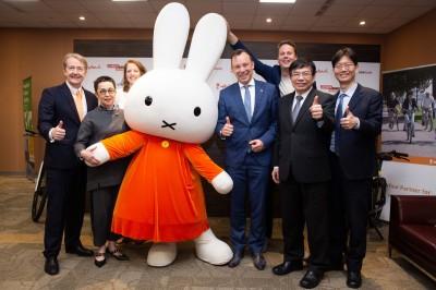 烏特列支市在台發布環西賽新訊 米飛兔與熊讚一起體驗YouBike