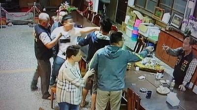 警為父出頭涉持棍毆人 三重分局火速懲處