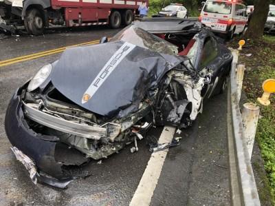 北宜保時捷跑車對撞貨車 車頭全毀駕駛重傷送醫