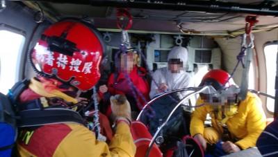 黑鷹1輪懸空險降》領隊摔斷手 全隊4人都搭直升機下山