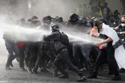 巴黎勞動節遊行爆衝突 警催淚瓦斯驅離逾200人被捕