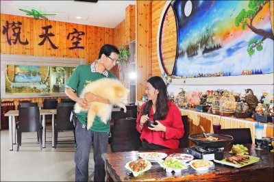 【不一樣寵物餐廳,體驗「另類」食趣】台中‧菁悅天空寵物餐廳 體驗「熊抱」與佳餚食飽