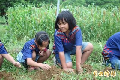 巴楠花部落小學改制 全國第一所原住民實驗中小學誕生