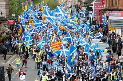 就是要獨立!蘇格蘭再辦獨立遊行 樂隊伴奏熱鬧歡騰