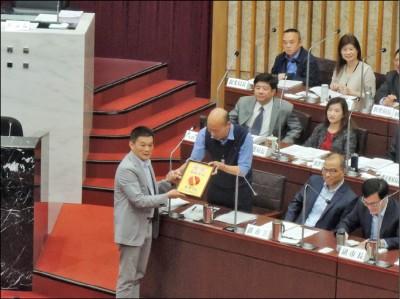 議員再問自經區 韓答非所問:愛台灣比你多