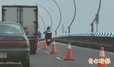 故障停高屏大橋騎士追撞重傷 小貨車駕駛判賠134萬