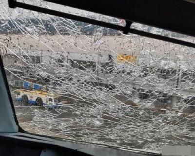 盛夏時節 北京降冰雹 擊中降落客機擋風玻璃嚴重裂痕