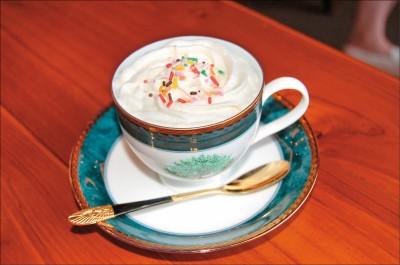 漂浮咖啡奶油泡含笑氣 明年起列管