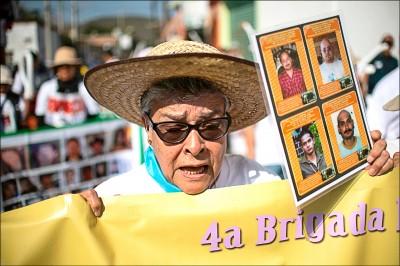 《中英對照讀新聞》In Mexico, those searching for missing relatives can vanish too 在墨西哥,尋找失蹤親友的人也會跟著消失