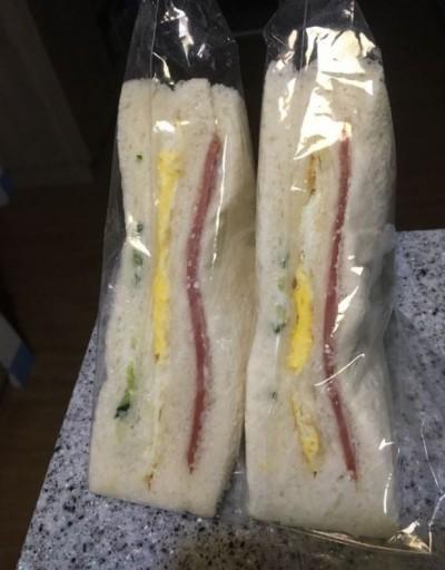 她月繳13K午餐費兒回家卻喊餓 一問才知吃「三明治跟養樂多」