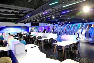 【到外星餐廳 漫遊星際】台北‧樂福銀河鐵道餐廳 坐上星際列車穿越黑洞