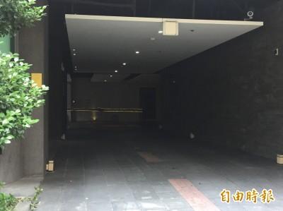 一男一女陳屍新莊汽車旅館 警封鎖現場調查