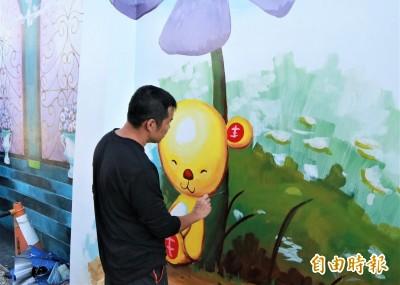 台南北門遊客中心彩繪牆面「修修臉」 9月秀新裝