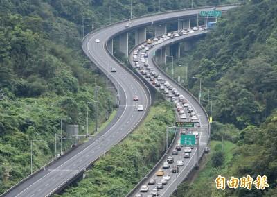 端午連假首日國道塞爆!國5往宜蘭時速不到40公里