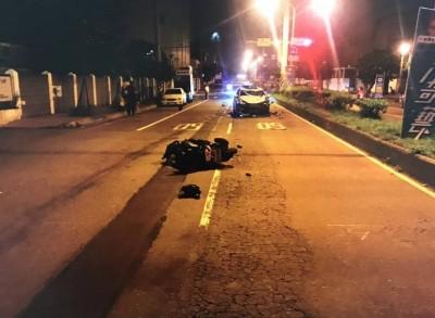 酒駕男撞上機車妻死夫重傷 3孩子天天靈前哭著找媽媽