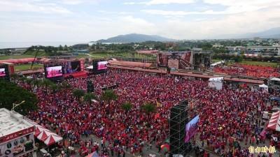 韓花蓮造勢喊破10萬人 網友現場算椅子...不到1.6萬張