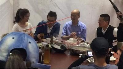 韓國瑜吃火鍋偷瞄女星乳溝?新聞局:角度誤解