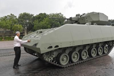 閱兵典禮秀肌肉! 新加坡「獵人」步兵戰鬥車正式服役