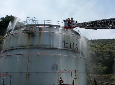 油庫施工不慎冒煙 消防局急速救火