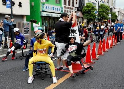 日本辦公椅競速比賽處處吸引人潮 也在台灣舉辦過