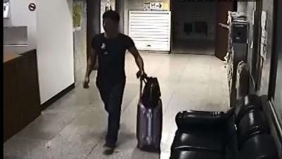 他拖「行李箱」走出公寓... 管理員一句話神攔截